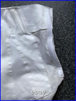 Rare! Vintage 1970's'Berlei' Open Bottom Suspender Girdle Firm Control