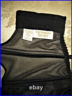 Vtg Victoria's Secret Bustier Velvet Corset 4 garter open bottom Girdle 32 Bra